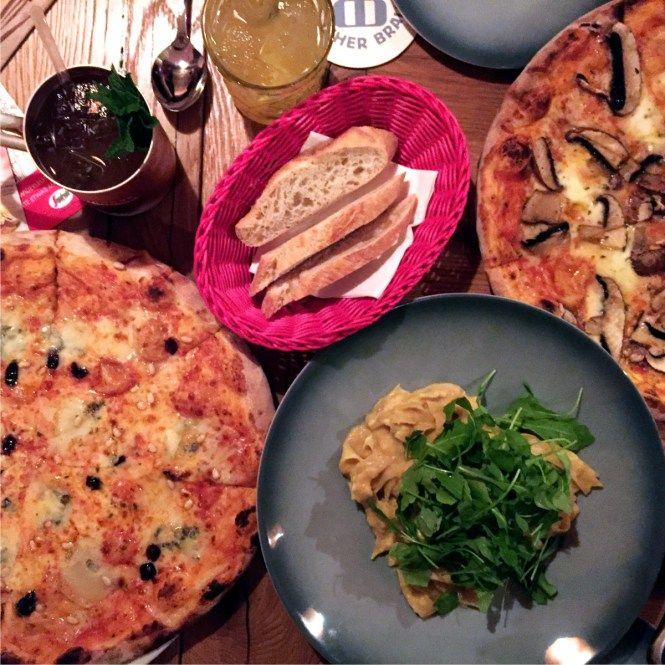 Italienisch essen in München: Aposto am Königsplatz: Pizza, Pasta & Mule