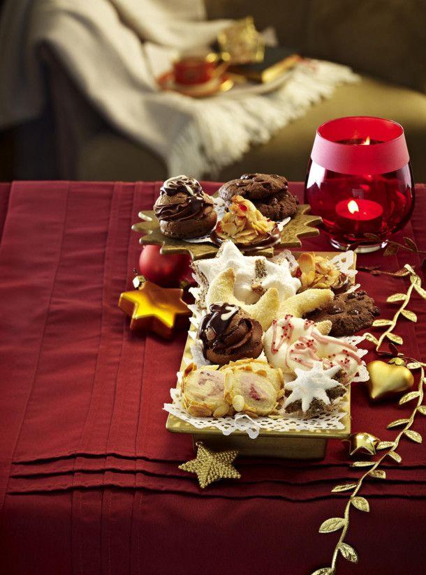 Unser beliebtes Rezept für Mini-Schoko-Windbeutel und mehr als 55.000 weitere kostenlose Rezepte auf LECKER.de.  ...man beachte vor allem die Schokoladensahne