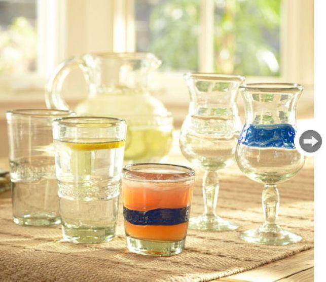 Pahare frumos stilizate, realizate din sticlă reciclată din Mexic. Arată bine, nu-i aşa?