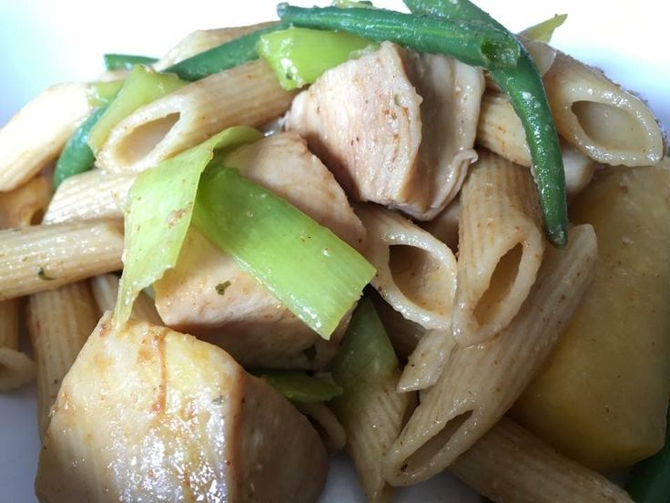 RestWok😉 Fullkornspasta, kylling, kålrabi, purre og aspargesbønner💚