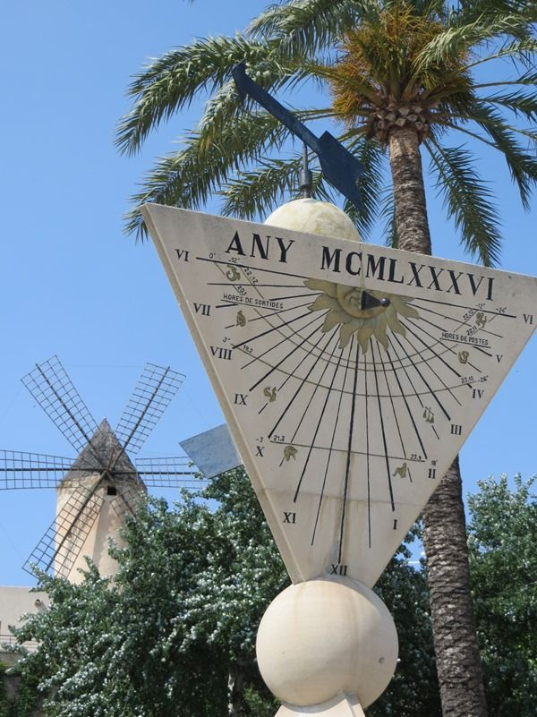 10_Sonnenuhr-und-Windmuehle_Palma-Mallorca
