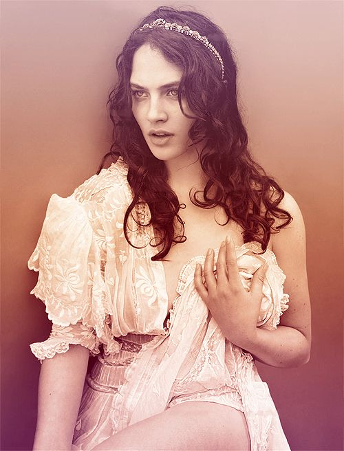Jessica Brown Findlay - She's almost exactly how I imagine Kasandra.