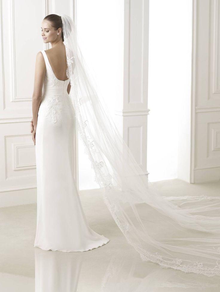 Belwe esküvői ruha - Pronovias 2015 kollekció http://lamariee.hu/eskuvoi-ruha/pronovias-pre-collection-2015/belwe