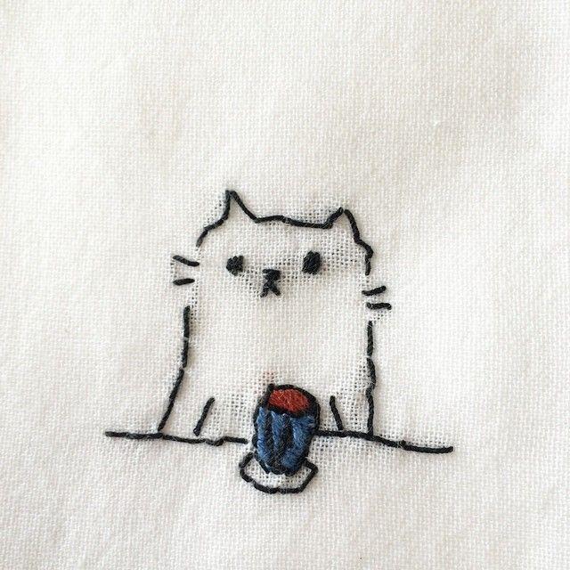 昨日の中野手作り市で買ったおばあちゃん手作りふきんの刺繍ネコが可愛すぎる。