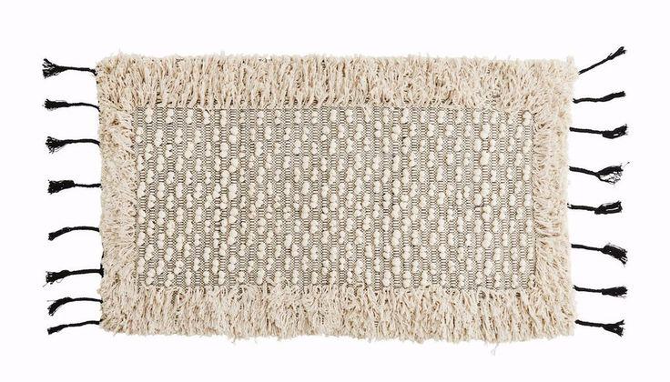 Boheemityylinen matto hapsuilla esimerkiksi kylpyhuoneeseen. Matta i bohemisk stil, passar bra t.ex till badrummet. 70 x 120cm