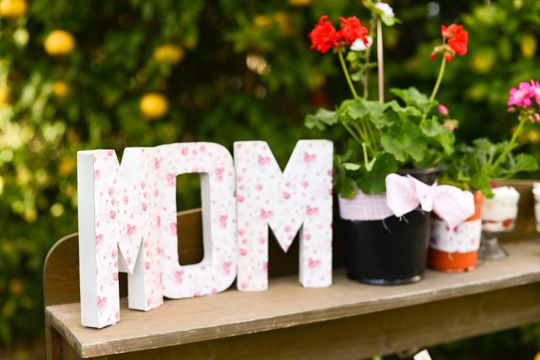 For a Mother's Day Meal,we love these cardboard letters (from any craft store) covered in cute scrapbook paper! #mothersdayPhotos Gallery, Mothers Day, Gift Ideas, Celebrities Mothers, Parties Ideas, Cardboard Letters, Mother'S Day, Gardens Parties, Crafts