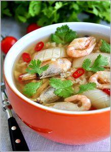 Острый тайский суп с морепродуктами