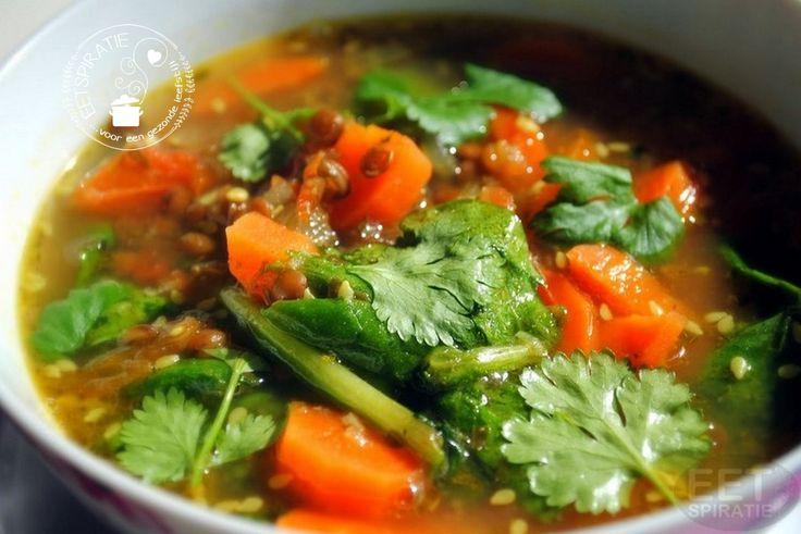 Maak een heerlijke kruidige soep met sesam en linzen