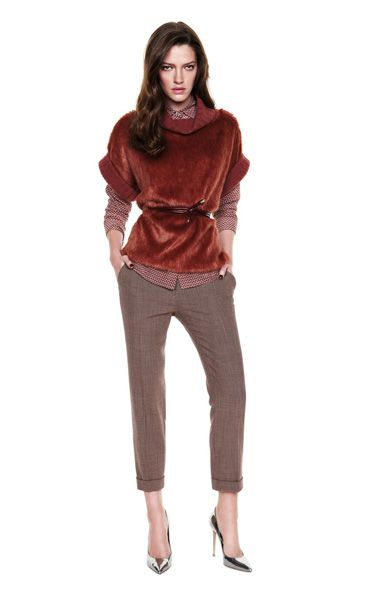 Cropped pants, a sloucjy crimson sweater and tight-fitted shirt. www.gotha.it