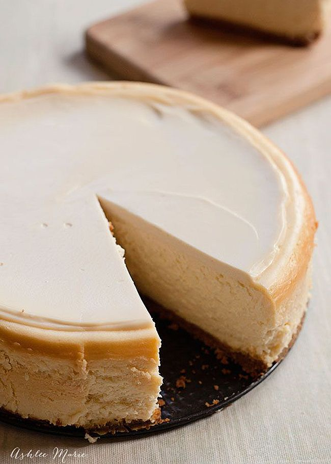 Another amazing looking Cheesecake … can never have too many cheesecake recipes ;) This Cheesecake is really rich, creamy and dense … just perfect!
