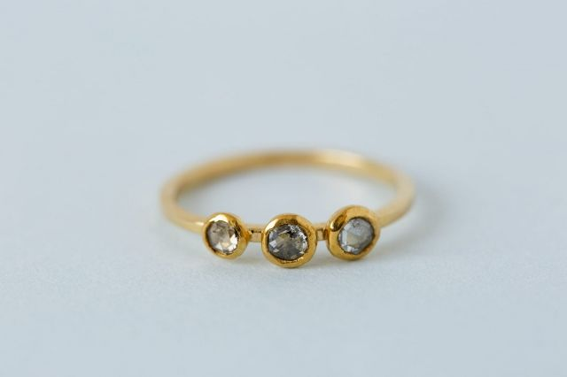 minouche-rune-masha-bakker-0710-trouwring-goud-steen
