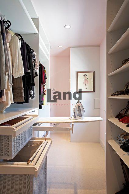 Giyinme odanızı ihtiyaçlarınıza göre dizayn edelim.      http://www.land.com.tr/giyinme-odasi-urunler/giyinme-odasi-utu-masali