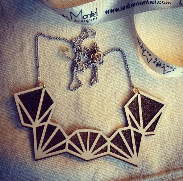Geometric necklace in leather gold and white by AnitaMontiel