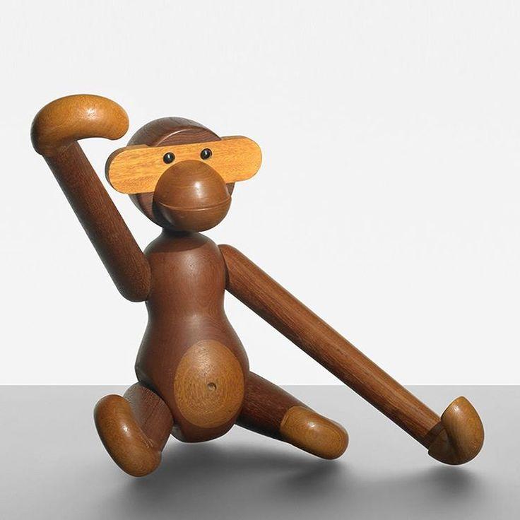 Teak and limba monkey designed by Kay Bojesen in 1951. Photo: Wright, Chicago #mcmdaily #kaybojesen #monkey #denmark mcmdaily.com