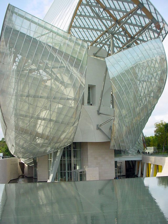 La_Fondation_Louis_Vuitto_building_created_by_Frank_Ghery_in_Paris.