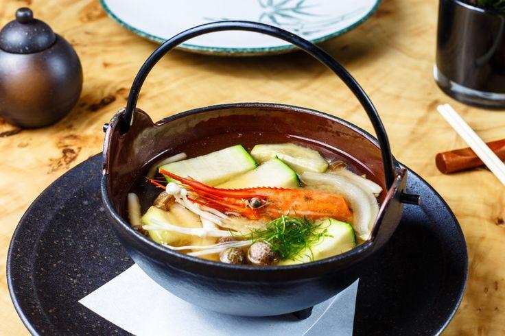 Как приготовить мисо суп. Суп мисо популярен в Японии так же, как в России борщ . И нередко едят его на завтрак! Главная составляющая мисо супа это смешанная с рыбным бульоном паста мисо... - Леди Mail.Ru