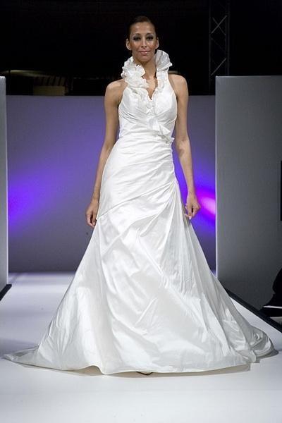 Igen Szalon Modeca wedding dress -98046 #igenszalon #Modeca #weddingdress #bridalgown #eskuvoiruha #menyasszonyiruha #eskuvo #menyasszony #Budapest
