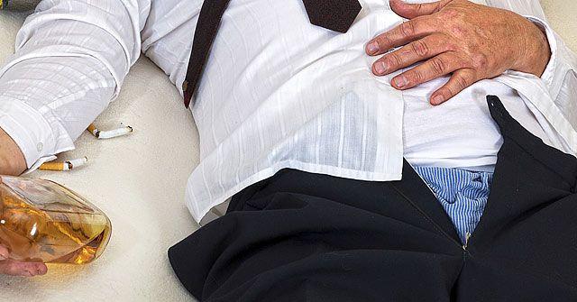 Le akarta húzni férje nadrágját, de a férfi ordítva tiltakozott. A feleség ennyire boldog még soha nem volt!