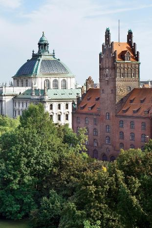 The hotel is located adjacent to the Old Botanical Garden, making for lush views. Rocco Forte The Charles Hotel (Munich, Germany) - Jetsetter