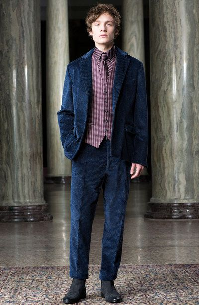 See the complete Trussardi Fall 2016 Menswear collection.
