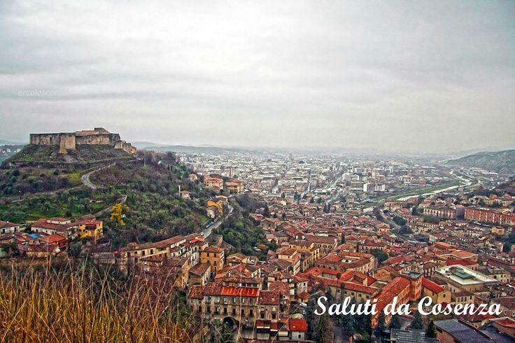 Cosenza,il castello Svevo visto da colle Vetere,domina la città vecchia e nuova.(e la valle del Crati..)