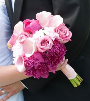 pink peonies, pink roses, light pink calla lillies and light pink hydrangeas. l LOVE this combination.