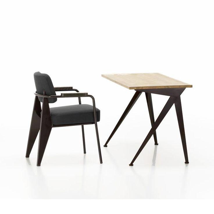 Dans les années 50, Jean Prouvé dessine la table Compas dans plusieurs versions, appliquant les principes de construction pour lesquels il est mondialement connu.