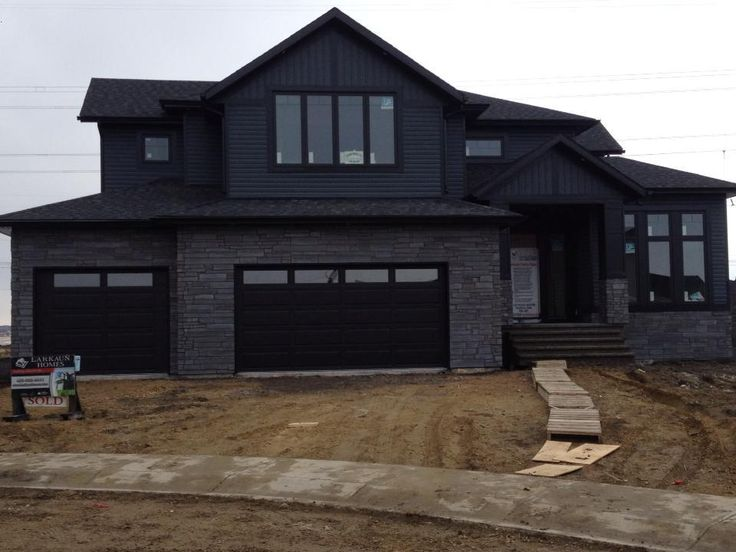 Royal siding line with natural stone exteriors for Black stone house