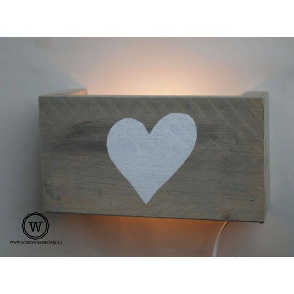 Steigerhouten wandlamp hart wit - Wis en Waarachtig