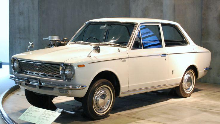 Toyota Corolla - Primeira geração (1966). Confira notícias sobre o mundo automotivo: https://www.consorciodeautomoveis.com.br/informacoes-consorcio-automoveis?utm_source=Pinterest