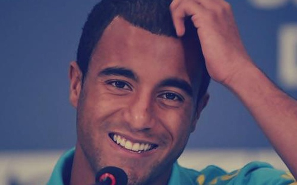 Nome: Lucas Moura Idade: 20 anos País: Brasil