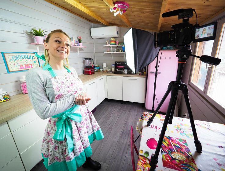 Depuis l'été 2015, Roxane a tourné pas moins de 245 vidéos dans son atelier. Certaines dépassent les 2millions de vues!