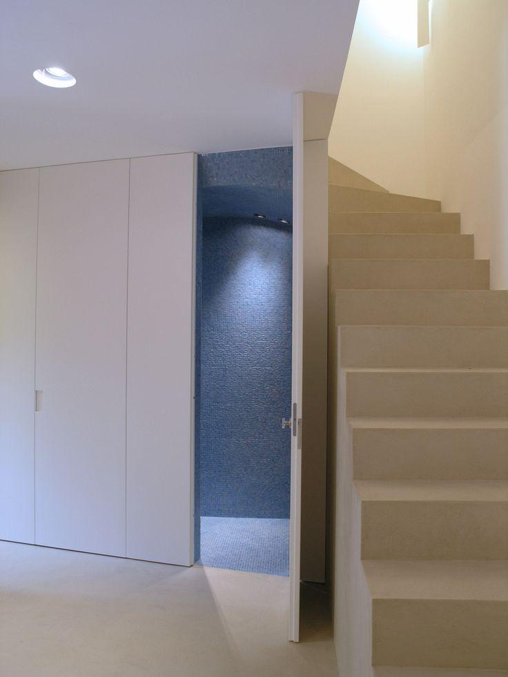 Anima - Rivestimento scala e pavimento dove gray #pavimentazionecontinua #malta #maltacementizia #slakedlimefloor #tiling #covering #interiordesign #homerenovation