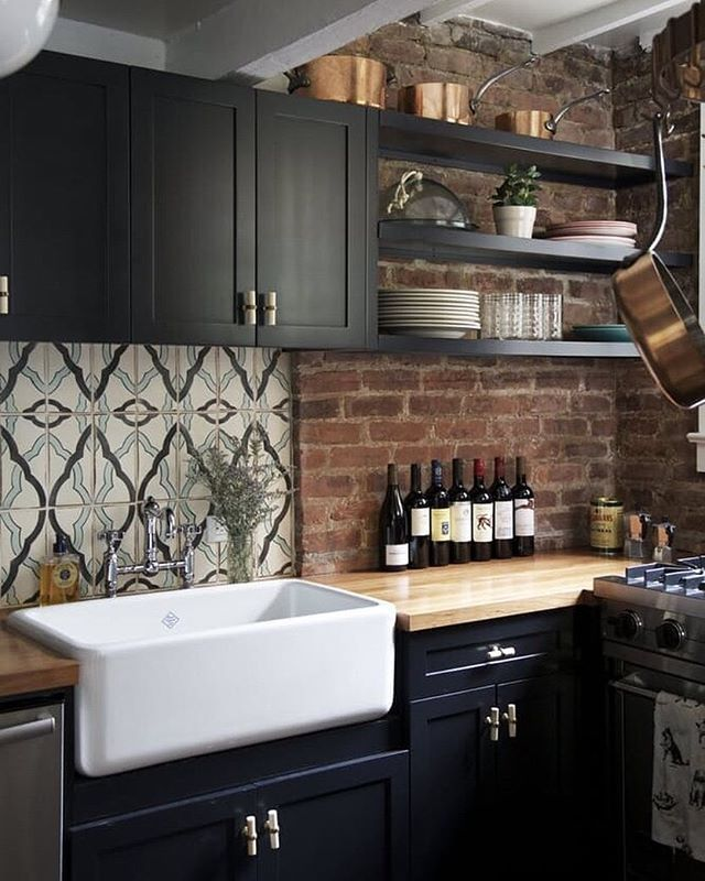 TREND ALERT: We've taken a close look at kitchen trends for this year and an even closer look at the materials being used in them. Click the link in our bio for a list of the top 10 materials taking over in this space. (Image: @emily__johnston)