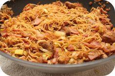 Op dit eetdagboek kookblog : Ingrediënten: 1 eetlepel olie, 1 theelepel gemberpoeder, 1/2 theelepel zout, 1 theelepel tamarinde pasta, 2 eetlepels ketjap manis, 1 kipfilet, 1 pak noodl