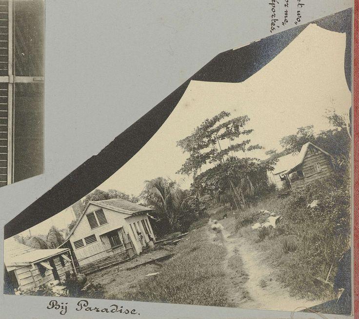 anoniem   Bij Paradise, possibly Gomez Burke, 1891   Huizen bij de Plantage Paradise. Afdruk van een scherf van een glasnegatief. Onderdeel van het fotoalbum Souvenir de Voyage (deel 4), over het leven van de familie Dooyer in en rond de plantage Ma Retraite in Suriname in de jaren 1906-1913.