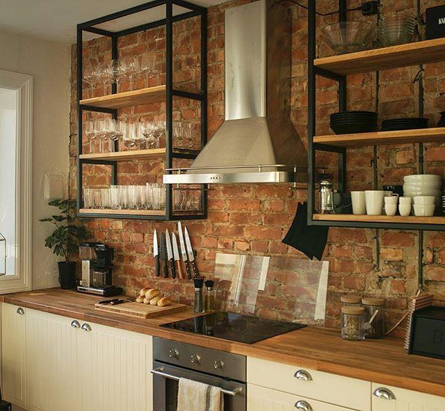 Kjøkkenhyller i 30x30mm stål. 📷 @emilsollie #design #interior #insustrialdesign #hjemmet #kitchen #kjøkken #designa