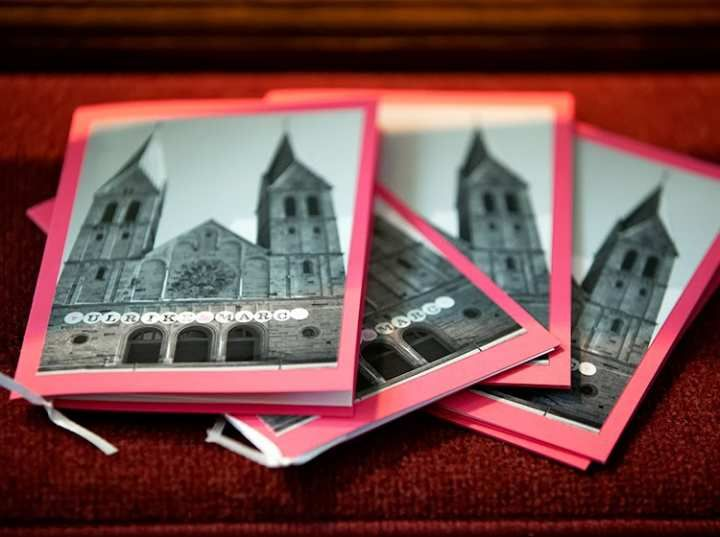 Kirchenheft-mit-Hochzeits-Girlande-wedding-bunting-von-renna-deluxe