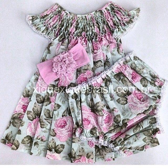 E para as babys meninas ficarem mais charmosas que tal esse vestidinho de casinha de abelha da @xiquexiquebrasil ?!Muita lindeza conjuntinho de vestido calcinha e faixa de cabelo...ideal para as festas de fim de ano que seguem com nosso clima quente nesse Brasil...certamente um arraso! #xiquexiquebrasil #vestidodemenina #vestidadecasinhadeabelha #conjuntomenina #enxoval #baygirl #roupademeninafashion #roupademenina