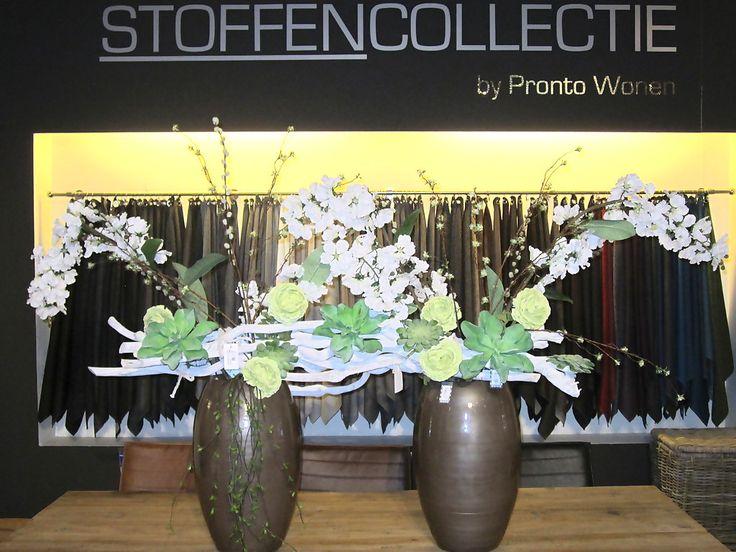bloemen, vaas, wit, vetplant, stoffen, inspiratie, styling, decoratie, home, living takken, hout, rozen, groen, pronto, wonen.
