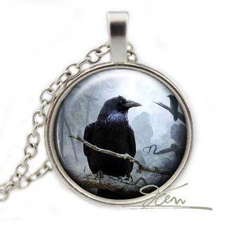 collane medaglione - corvino di Piccoli Peccati su DaWanda.com