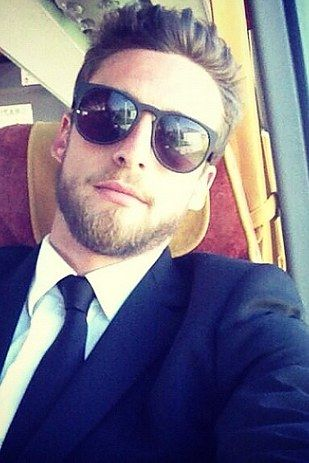 Claudio Marchisio (Italy) | The 30 Hottest Bearded Men Of The World Cup mm I love me some soccer players.
