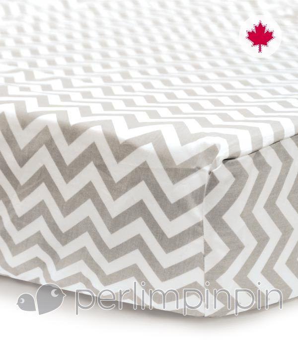 Ajoutez une touche contemporaine à chambre de bébé avec ce drap chevron! // Add a contemporary touch to nursery with this chevron fitted sheet!