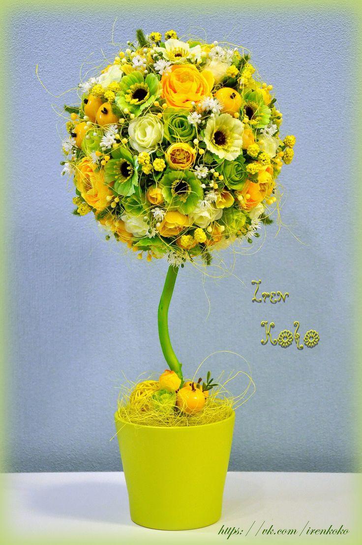 Высота 42 см, диаметр кроны 20 см. В работе использованы: текстильные цветы, веточки, ягодки, яблочки, сизаль, корилус, ротанговый шар, керамическое кашпо.