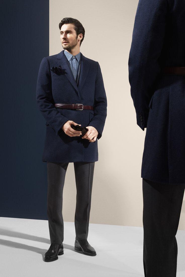 Manteau bleu nuit deux boutons en cachemire. Photographe : Alexis Armanet Mannequin : Alban Rassier