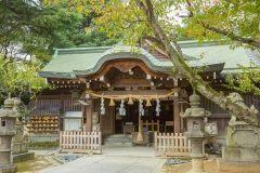 港区にある乃木神社は勝負運と縁結びにご利益があるとされています また乃木神社のつれそひ守とよりそひ守はとても有名で二つで一組になっているのでカップルや夫婦にとても人気があるんですよ(o) tags[東京都]