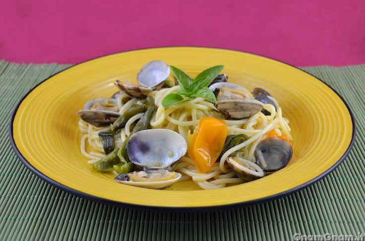 Scopri la ricetta di: Spaghetti vongole e peperoncini verdi