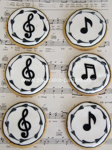 Royal Iced Musical Notes Cookies | Playing with the backgrou… | Flickr