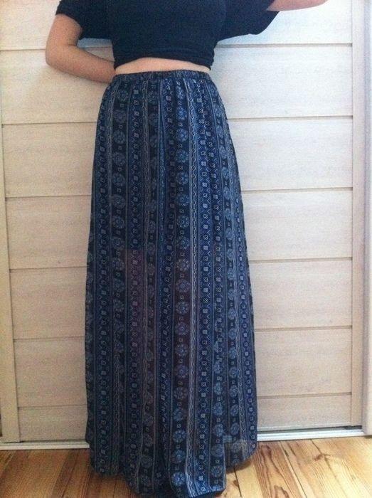Salut les filles ! Jupe Maxi style tribal couleur bleu marine, jamais porté elle sera idéale pour cet été!