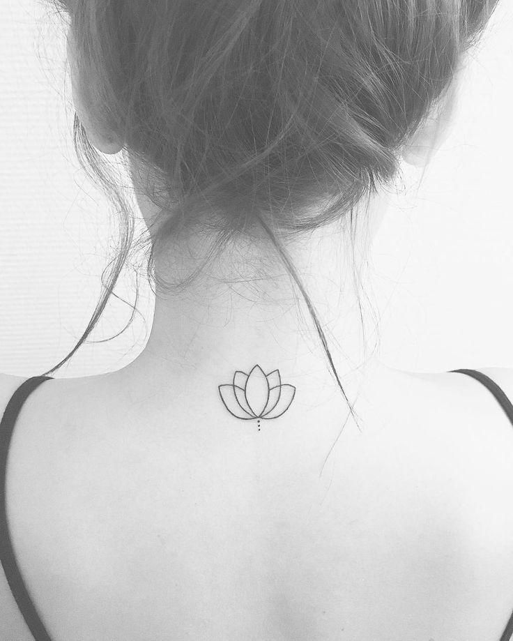 Resultado de imagen para flor de loto tatuaje pequeño
